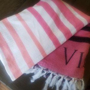 Victoria's Secret blanket ❤💖